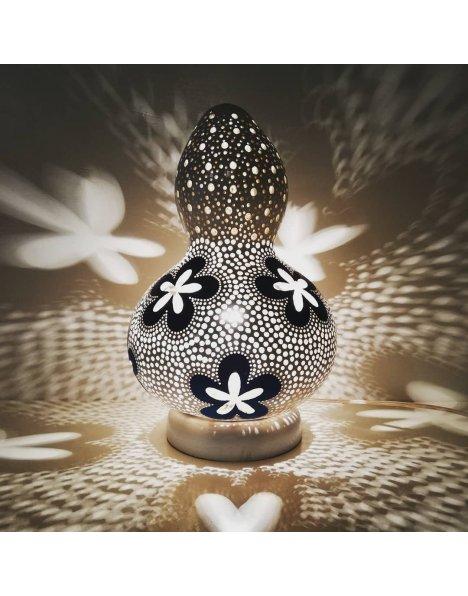 Dekoratif lamba çiçek motifi